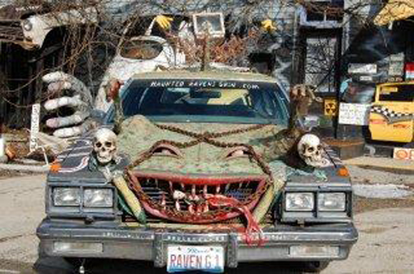 Spooky Art Car Scares Customers at Raven's Grin Inn – Jim Warfield